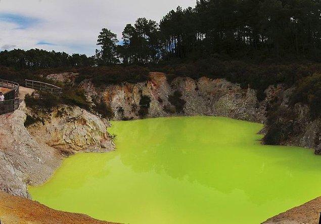 17. Devil's Bath (Şeytanın Banyosu) başka ne renk olabilirdi ki?