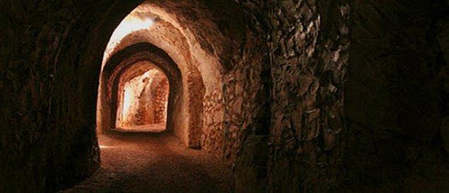 5. Hellfire (Cehennem Ateşi) Mağaraları, İngiltere