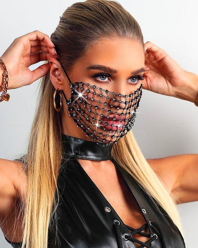 17. Bir markanın satışa çıkardığı modaya uygun maske?