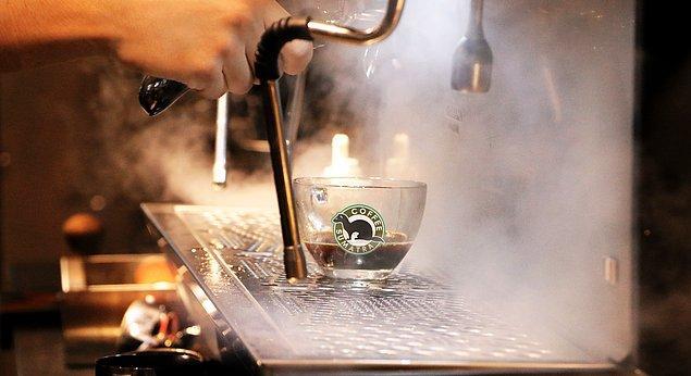 6. %100 Arabica çekirdekleri ve damağınızda yer bırakacak özel karışımları ile Coffee Sumatra en iyi çekirdeklerden özenle son damlasına kadar aynı lezzetle sizlere ürünlerini hazırlıyor.
