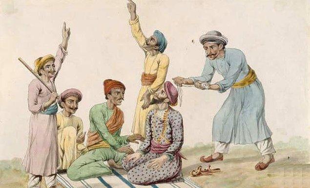 Thuggee kabilesindekiler kurbanlarını öldürmek için çoğunlukla bellerinde taşıdıkları kuşağı tercih ediyor.