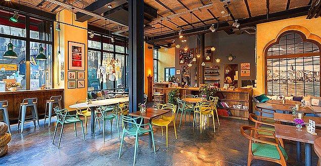 8. Kafe Sahibi