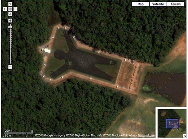 17. Adam şeklinde bir göl, Brezilya.