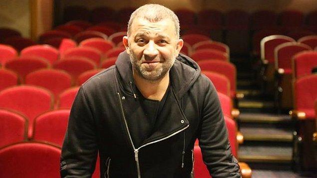 Şevket Çoruh'u överek kavuğu devredeceğini belirten Öztekin tiyatroseverleri törene davet etti.