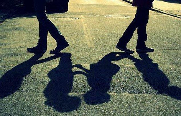 Çünkü aynı zamanda dünyaya kafa tutmanın da bir yoludur; aşk.