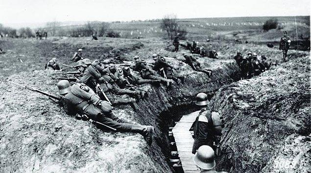 1914 yılına gelindiğinde, henüz 14 yaşındayken Birinci Dünya Savaşı'nın içinde kalan dünyada yaşıyorsunuz.