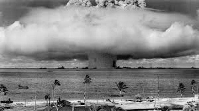 Ağustos 1945'te Nagazaki ve Hiroşima'ya atılana tom bombaları savaşın sonunu getirmiş, Japon İmparatorluğu teslim olmuştu.