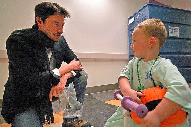10. Senelerdir gizlice çocuk hastaneleri ve kanser araştırmalarına yardım ettiği özel bir vakfı var...