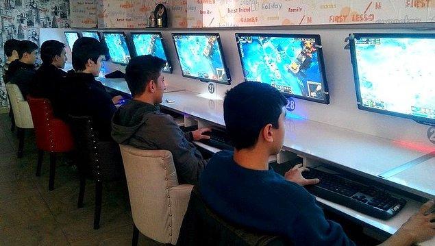 İnternet kafede oyun oynarken yakalandı
