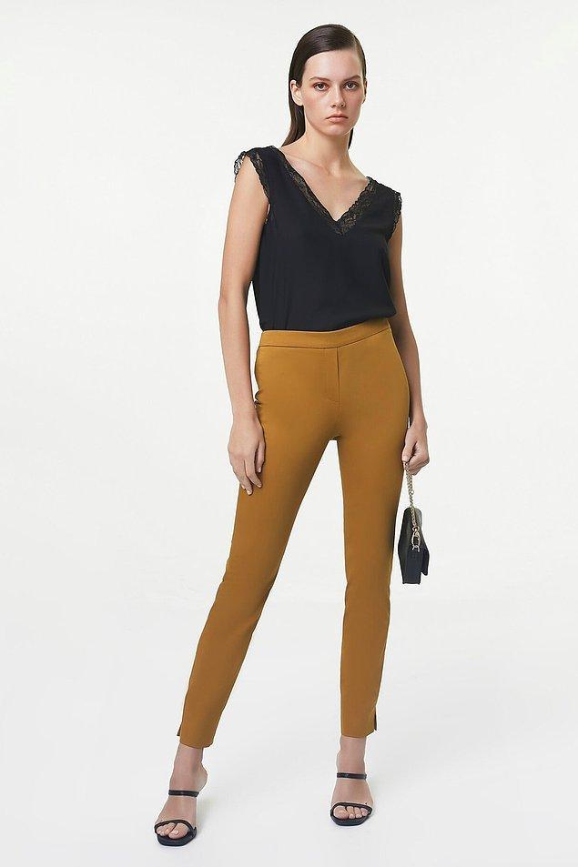 18. Bu pantolonun fiyatı 66 TL'ye düşmüş. Kalın bir kumaşı var ve fermuarlı.