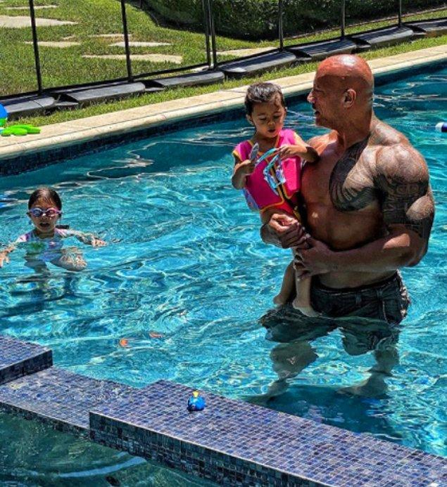 'The Rock' yani Dwayne Johnson, kendisi dışında hem eşinin hem de 2 kız çocuğunun da Covid-19 testinin pozitif çıktığını söyledi.