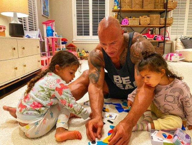 'The Rock'ı en çok yaralayan noktalardan biri bu zorlu süreci ailesiyle geçiriyor olmasıymış. Hatta sadece kendi test sonucunun pozitif çıkmasını umut ediyormuş.