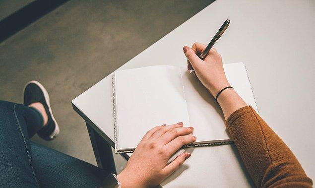 Ayrıca bu yöntemle beraber okuduğunuz konu hakkında kendiniz not aldığınız için sonrasında aklınızda kalma olasılığı da artmış olacak.