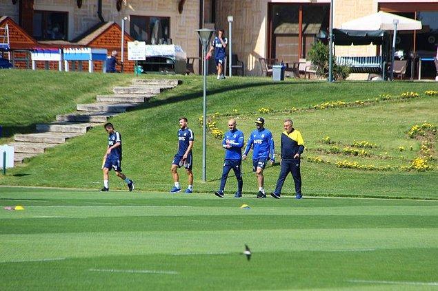 Fenerbahçe kendisine ait Düzce Topuk Yaylası'ndaki tesislerde sezona hazırlandı. Çaykur Rizespor da kamp çalışmalarını burada tamamladı.