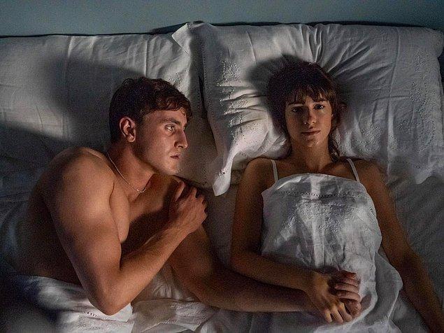 Neyse aradan birkaç ay geçti ve bir akşam yeni seks yapmış, yatakta uzanıyorduk.