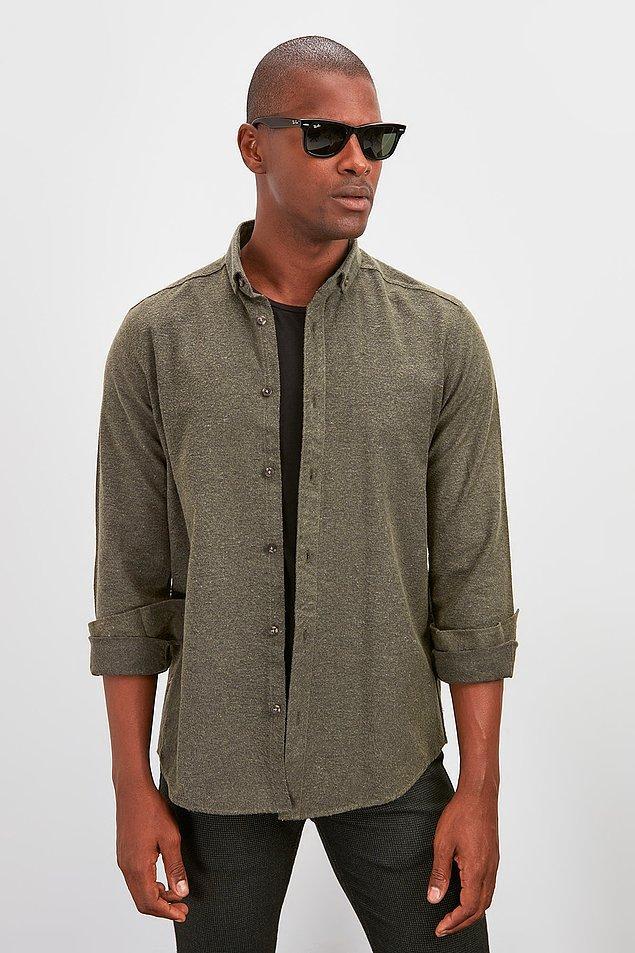 12. Tarz bir gömlek arayan erkekler için gelsin bu da. Çok fazla renk seçeneği var ama bu rengi ve grisi favorim.