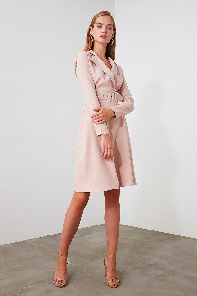 11. İşe giderken giymek için de bir şeyler lazım... Zarif elbisenin farklı renkleri de mevcut.