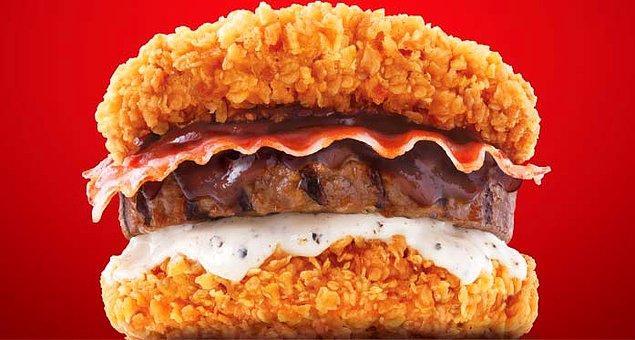7. Ekmeği tavuk köftesinden yapılmış köfte burger...