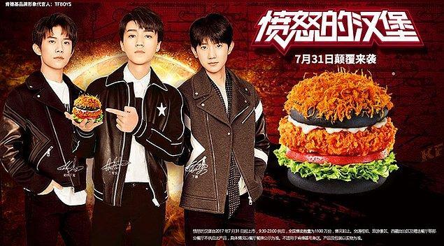 10. Siyah saçaklı burger...