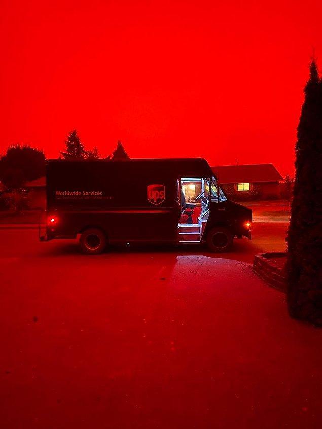 4. Bu yangınlar devam ederken, San Francisco kenti turuncu renge büründü.