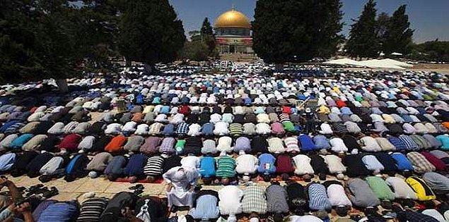 14. Cuma kelimesi Türkçe'ye Kur'an yoluyla Arapça'dan gelmiştir. Kelimenin kökü toplanmak anlamına gelir.