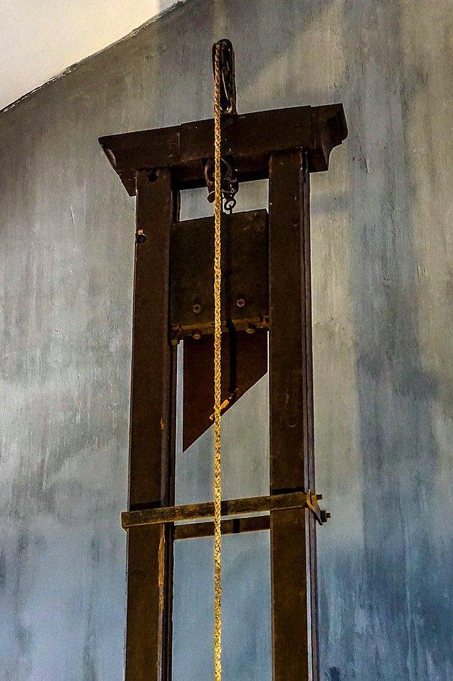 8. Fransız İhtilali esnasına kullanılmaya başlanan giyotinde mahkumlar ilk olmak için adeta can atarlardı.