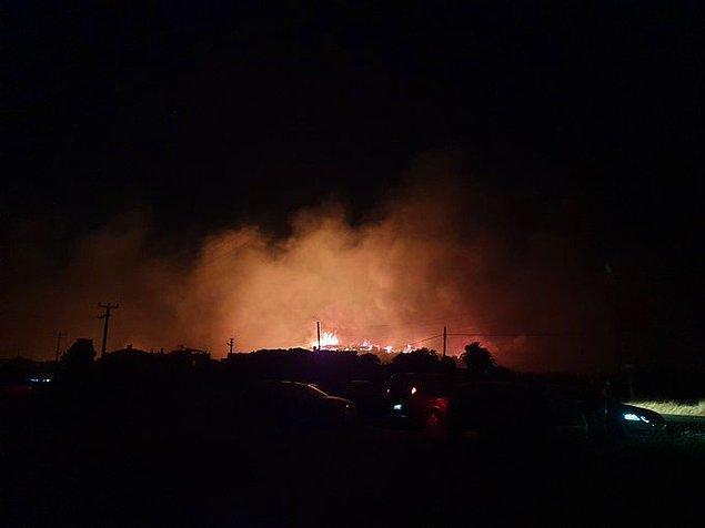 Yerleşim yerlerine yakın bölgedeki yangın kontrol altına alınmaya çalışılıyor.
