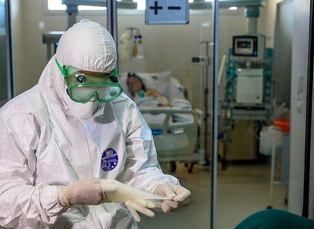 Sağlık çalışanları hastaları iyileştirirken kendilerini de virüse karşı korumaya çalışıyor. Siperlik, özellikli maske, tulumlar, koronavirüs savaşçılarının en önemli silahları.