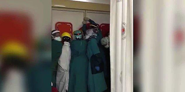 1. Saldırıya uğrayan sağlık çalışanlarının sedyelerden barikat yaparak kendilerini korumaya çalışması...