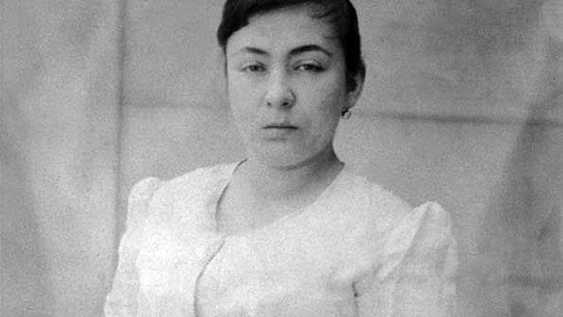 İlk Türk kadın roman yazarı...