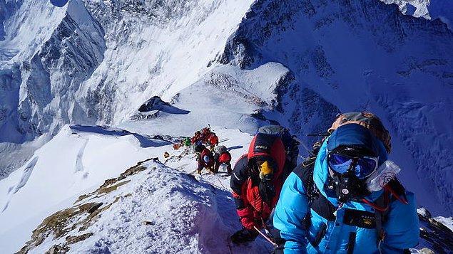 3. Everest'te zirveye ulaşmak için gideceğiniz son bölge Gökkuşağı Vadisidir ancak buraya ulaştığınızda soğuktan dolayı birçok dağcının hayatını kaybettiğine şahit olursunuz.