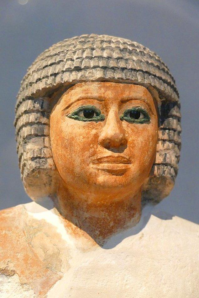 13. Hem kadınlar hem de erkekler kafalarını tıraş ederlerdi.