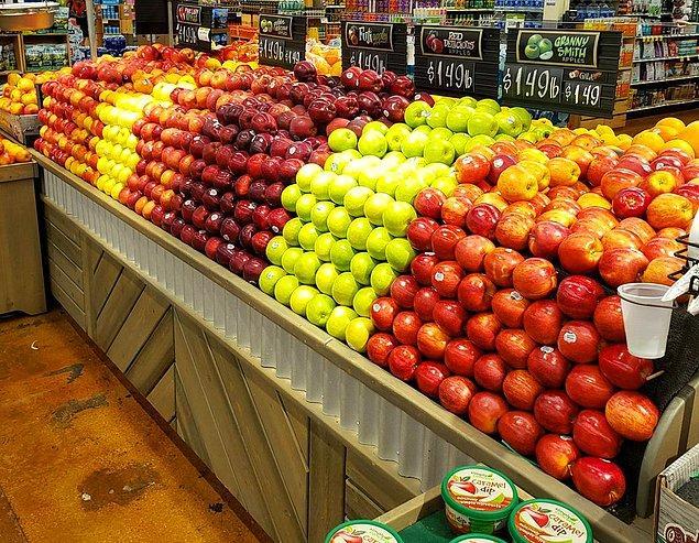 "11. ""Mahalle marketindeki elmalar."""