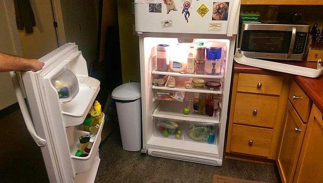 """6. """"Gece yarısı su içmek için kalktım ve buzdolabını açtığımda kapı elimde kaldı."""""""