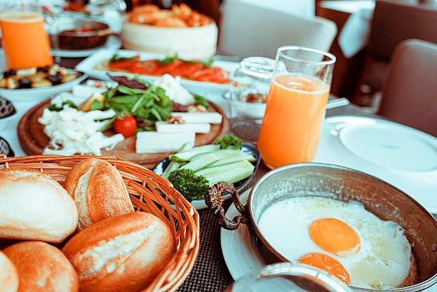 Kahvatlıdan başlar, 3 öğün + arada meyve yerim.