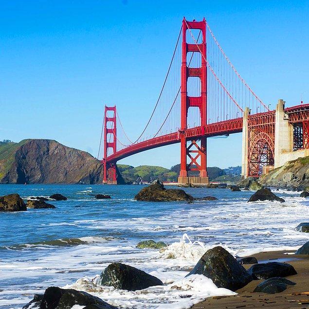 Tarihler 1954'ü gösterdiğinde San Francisco'nun meşhur Golden Gate Köprüsünde haberlere konu olacak bir olay yaşandı.