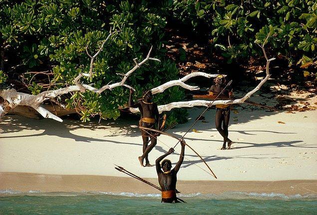 13. Kuzey Sentinel Adası - Andaman Adaları, Bengal Körfezi