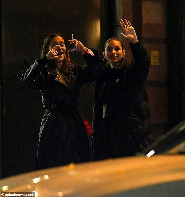 Evet, yanlış okumadınız. Dün akşam Berlin'de eşi Roland Mary'in restoranından çıkarken görüntülenmişler.