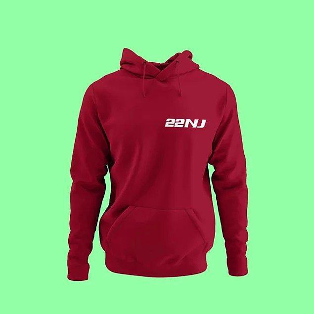 16. Bordo, füme ve haki yeşili olan bu sweatshirt, yürüyüş sırasında ve rahat kıyafetlerinin üzerinde mükemmel olur.