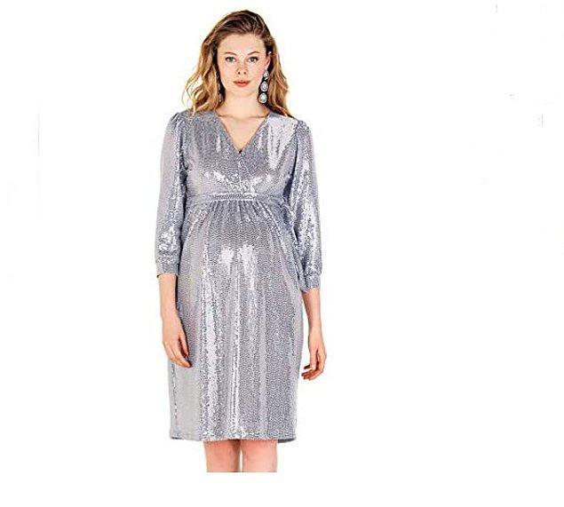 13. Bir gece davetine katılmanız gerekiyorsa ve ışıltınızdan vazgeçmek istemiyorsanız bu gümüş rengi, pullu gece elbisesine bakabilirsiniz.