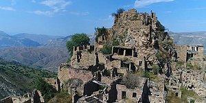 Как выглядит очаровательная заброшенная деревня на вершине горы в Дагестане