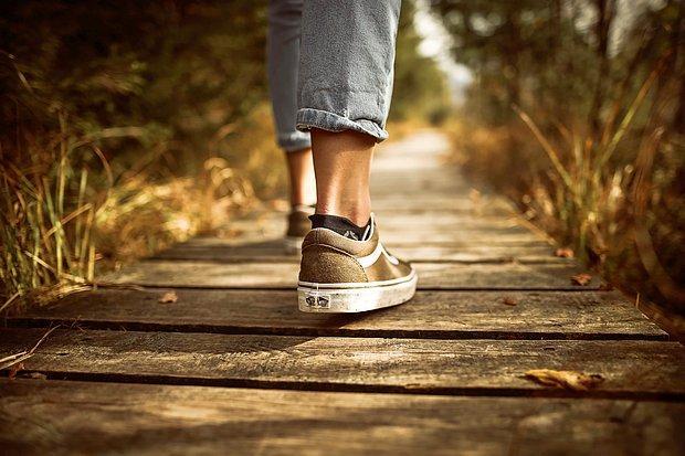 Gezintiye, yürüyüşe çıkarak