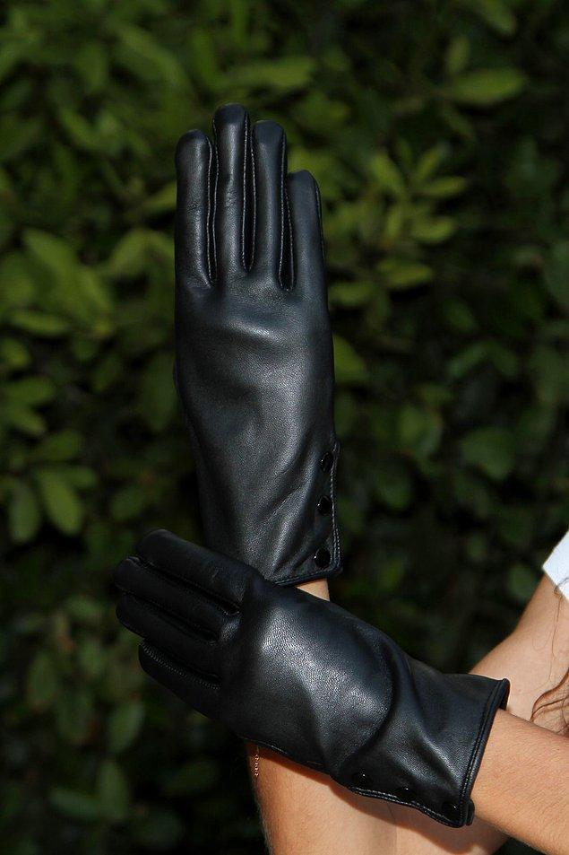 13. 2021 yılına şurada 20 gün kalmışken ellerinizi soğuktan korumak için bu moda deri eldivenlerden mutlaka almalısınız.