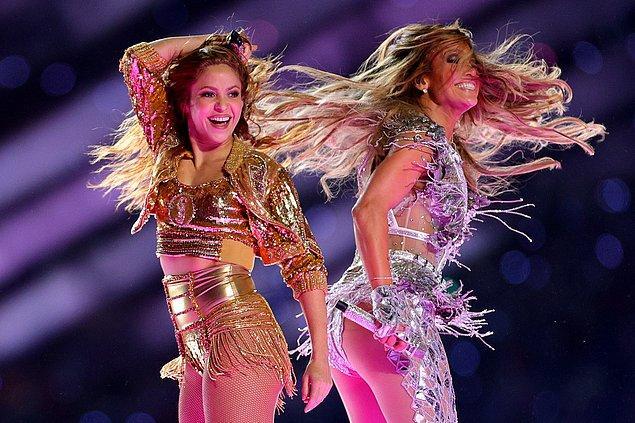 Yaşayan ünlülerden en çok aratılanlar ise Super Bowl performansındaki zılgıtıyla ilgi çeken Shakira, koronavirüse ilk yakalanan en ünlü isim olan Tom Hanks ve Amerikan Başkanlığına aday olan Kanye West'ti.