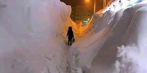 В самом холодном городе России всего за 5 дней выпала двухмесячная норма снега, и эти фотографии выглядят просто сюрреалистично! (30 фото)