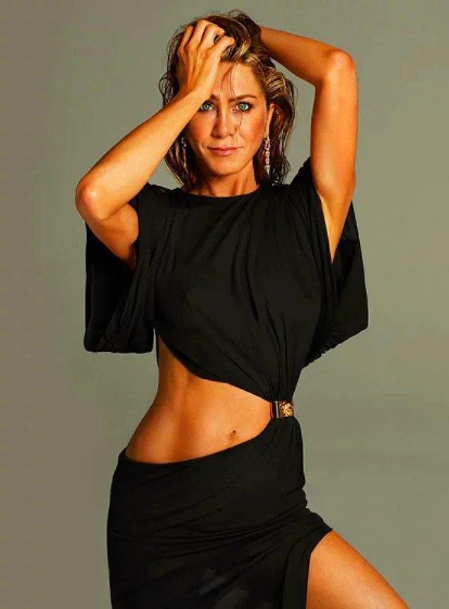 7. Jennifer Aniston, Friends dizisinin ilk bölümünü çekmeden önce Saturday Night Live'da hep rol alan oyunculardan biri olmayı reddetmiştir.