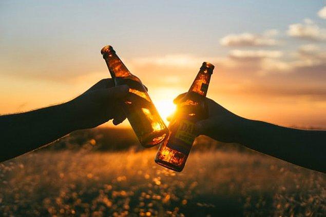 10. Erekte olamamanızı engelleyecek kadar çok alkol tüketiyor olabilirsiniz.