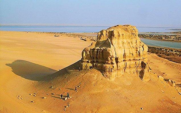 Evet efendim... Muhtemelen karşılıksız kalmış aşk hikayemiz Mısır'ın 6000 yıllık şehri Feyyum'da MS 200'lerde geçiyor.