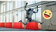 Роботы Boston Dynamics поздравляют вас с наступающим Новым годом и отжигают под хит 60-х 'Do you love me'!