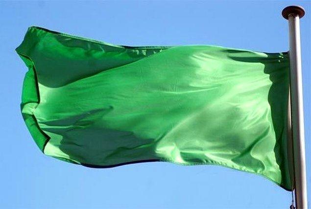 26. Libya'da 1977'den 2011'e kadar resmi olarak düz yeşil renkli bayrak kullanılıyordu.